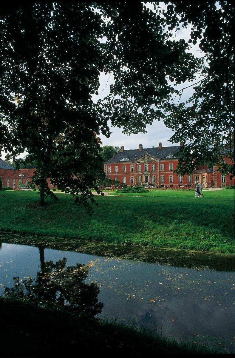 In die Restaurierung von Schloss und Park flossen insgesamt 36,5 Millionen Euro; Foto: Bernt Hoffmann