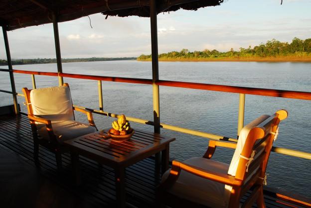 Amazonaslandschaft vom Oberdeck von Delfin II