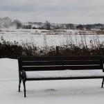 Bank vor Winterlandschaft