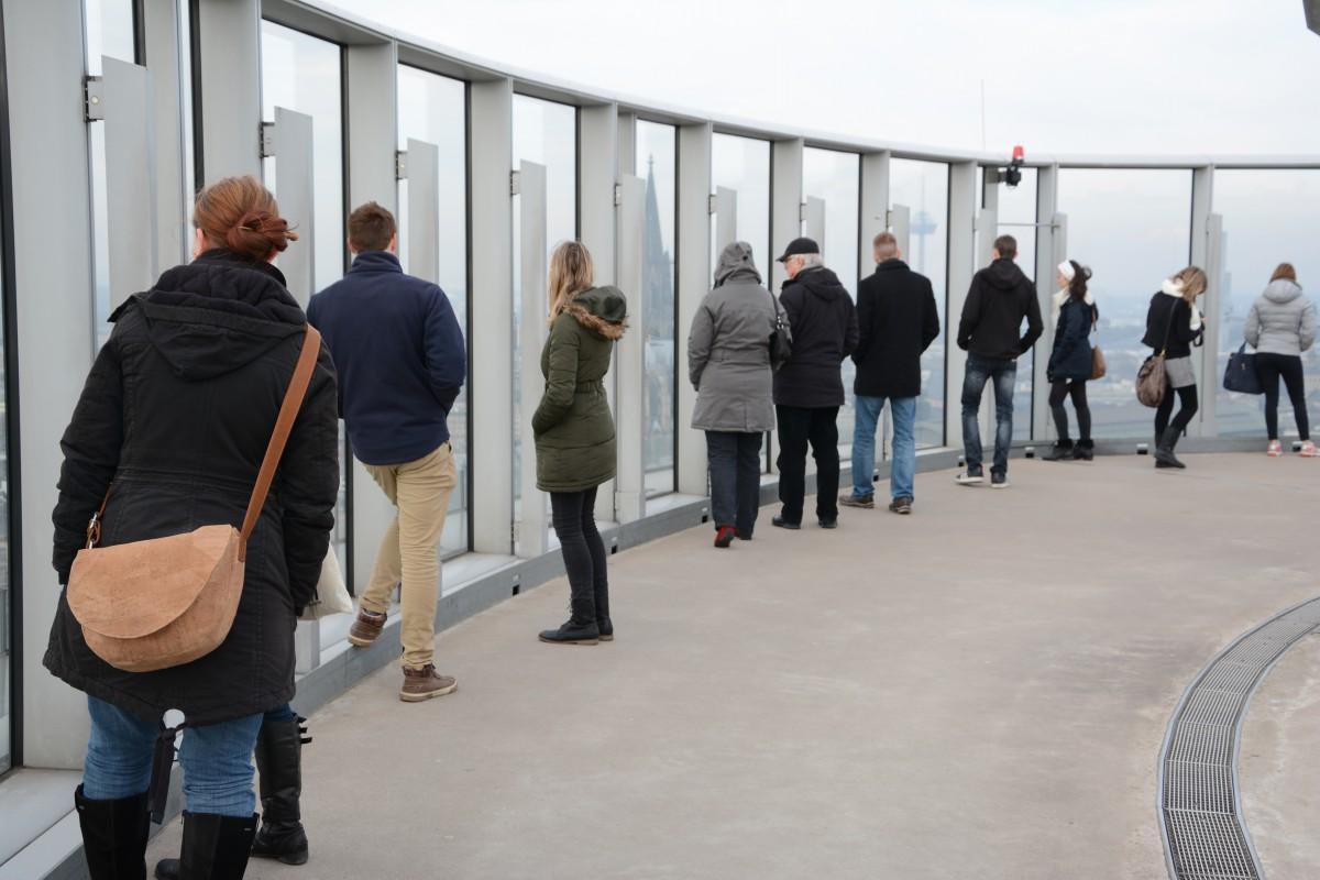 Manche gönnen sich auch einen Panoramablick vom 103 Meter hohen LVR-Hochhaus in Deutz.