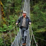 Fergus nimmt die Hängebrücke