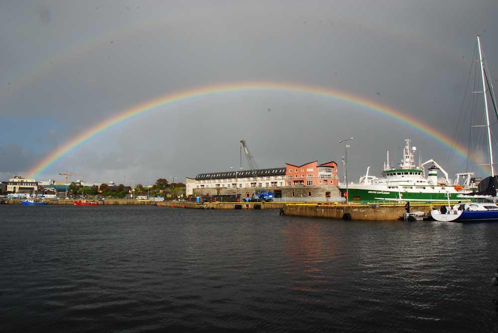 Galway empfängt uns mit einem Regenbogen