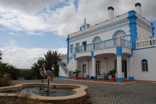 Haupthaus Herdade dos Grous mit den Kraniche