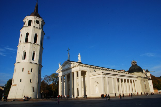 Kathedralenplatz mit Glockenturm
