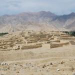 Pyramide vor dem Tal des Rio Supe